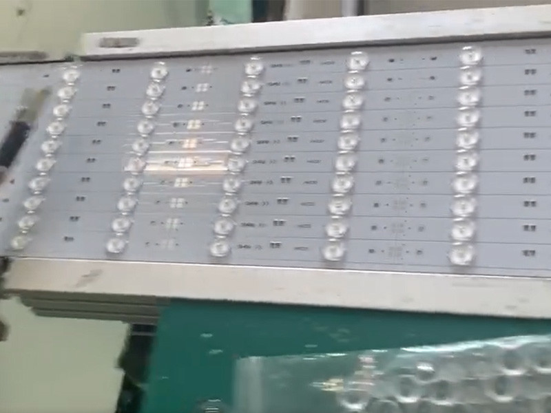 LED Strip With Lens And Glue Going Through Reflow
